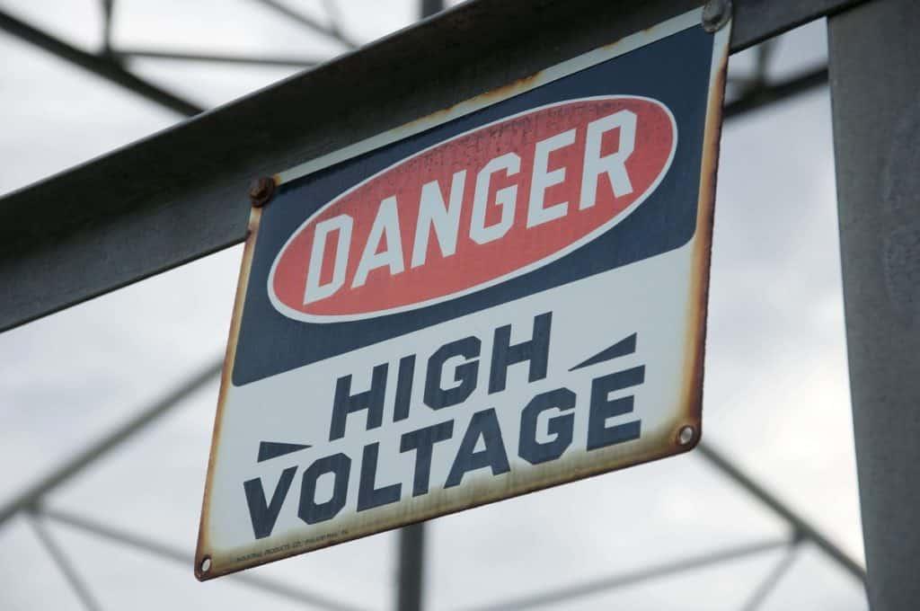 סכנות חשמל